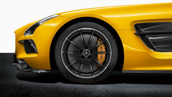 2014-mercedes-benz-sls-amg-coupe-black-series-ceramic-brakes